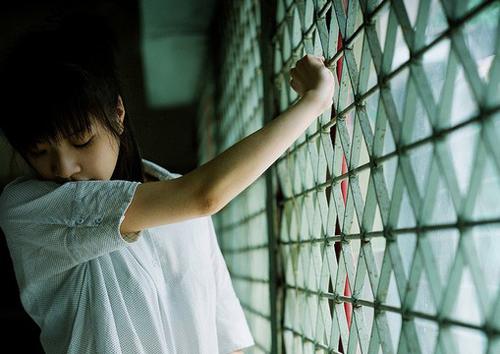 曾经的课桌伤感签名_刻写着我爱你的点滴_www.aioppo.cn