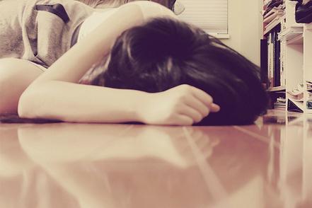 心伤的说说带图片:我曾想到了,会与你的种种意外相遇,却忘记考虑_www.aioppo.cn