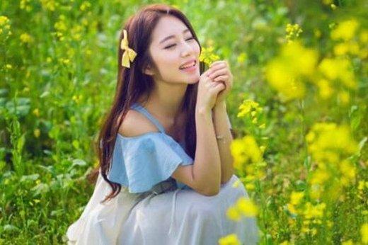 阳光帅气的QQ个性签名:你给我的幸福 超越了快乐_www.aioppo.cn