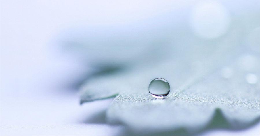 我哭得撕心裂肺,而你对她温柔的唱着歌_www.aioppo.cn