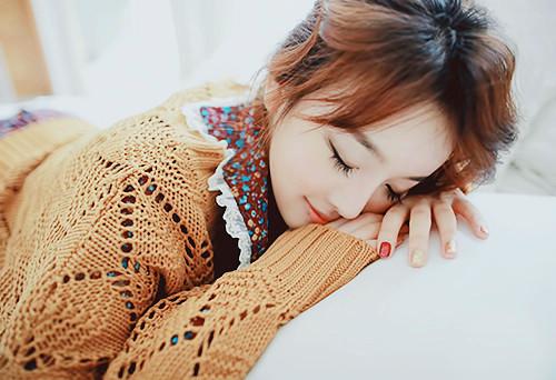 感觉到心情不好悲伤的伤感签名:我在绝望的深夜里烂醉如泥_www.aioppo.cn