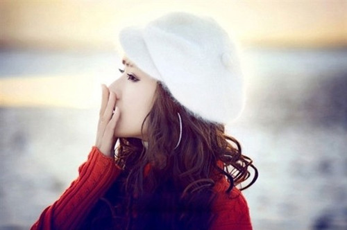 精选心情不好的女生伤感签名:爱情不是面包,却总能让人吃饱_www.aioppo.cn