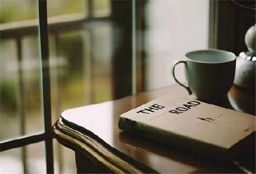 孤独一个人的伤感个性签名:我没有一难过就有人心疼的命_www.aioppo.cn