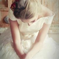 穿一身洁白的嫁衣 美美的新娘婚纱头像_www.aioppo.cn