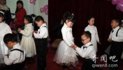幼儿园集体婚礼 这不是犯傻是什么